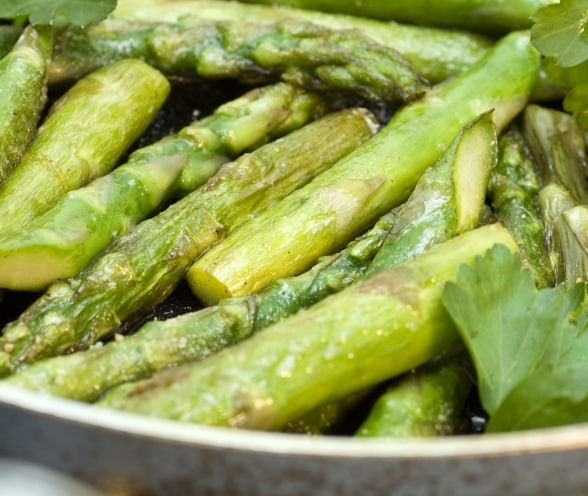 """How to Choose, Store and Keep Asparagus Fresh"""