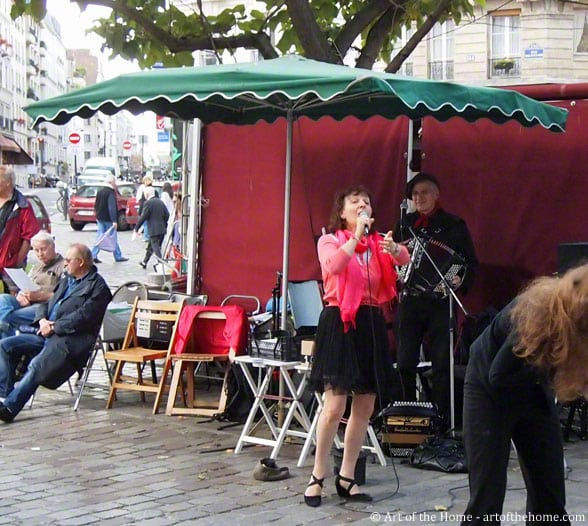 Pictures of Paris, France: street singing