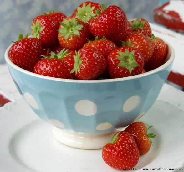 Fresh starwberries and strawberry health benefits