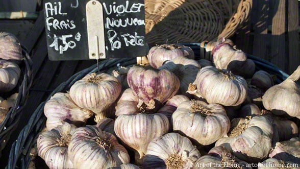 Farmers market pictures of new garlic (ail nouveau)